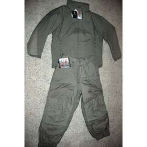 III LEVEL 7 EXTREME COLD WEATHER SET (PARKA AND TROUSERS)  SIZE MEDIUM