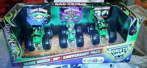 2012 Hot Wheels Monster Jam 1/64 Grave Digger Anniversary 20 25 30