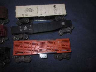LIONEL TRAINS POSTWAR FREIGHT CARS ROLLING STOCK LOT