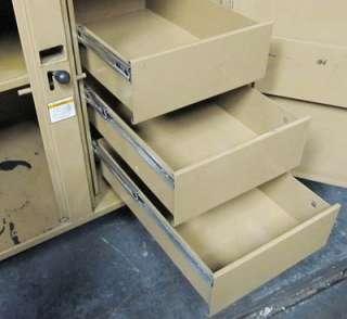 KNAACK DOUBLE DOOR HEAVY DUTY JOB SITE TOOL STORAGE BOX LOCKABLE