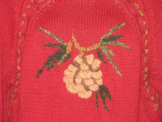RAGLAN SLEEVES AND WOOL ACCENT STITCHING. PINE CONE MOTIF. NICE WINTER
